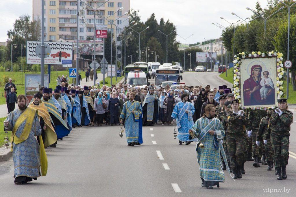 В день памяти Оршанской иконы Божией Матери архиепископ Димитрий совершил Литургию и поучаствовал в крестном ходе